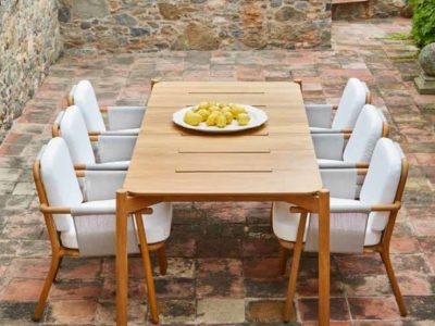 Hamp miza in stoli