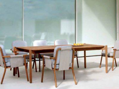 Hamp tik miza in stoli